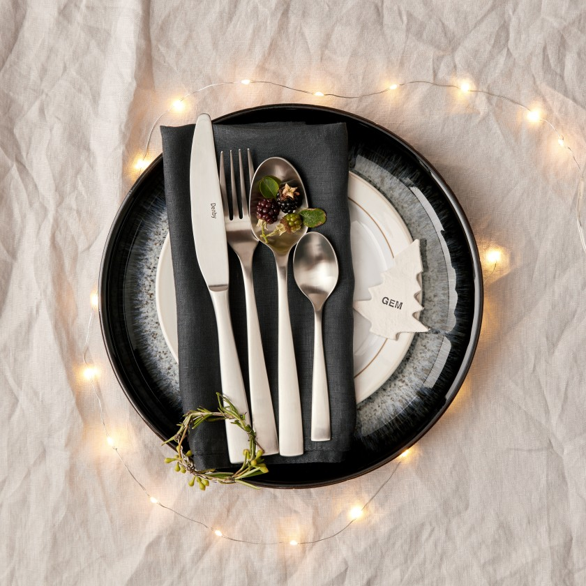 56929_Satin cutlery halo _ canvas overhead christmas close up.tif